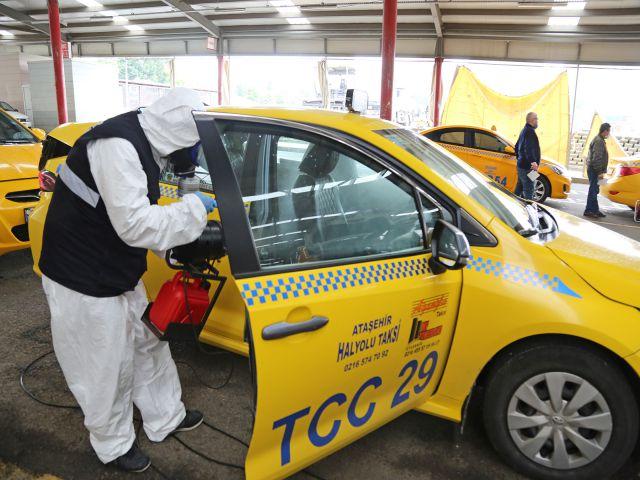 Ataşehir'de Taksi ve Minibüsler Haftalık Dezenfekte Ediliyor
