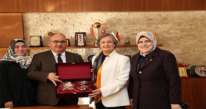 AK Parti İstanbul Milletvekili Av. Mihrimah Belma Satır'dan Başkan Hasan Can'a Ziyaret