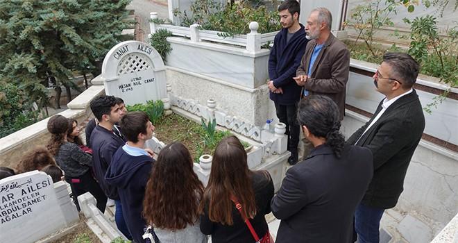 Hasan Nail Canat mezarı başında anıldı