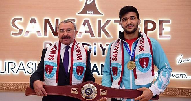 Başkanımız İsmail Erdem, Dünya Şampiyonu Arif Özen'i Makamında Kabul Etti