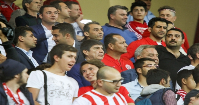 Başkan Türel, Başakşehir Maçını Taraftarlarla İzledi