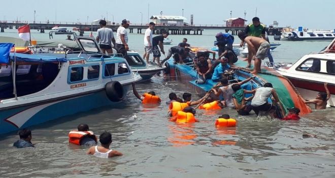 Endonezyada Sürat Teknesi Devrildi: 10 Ölü