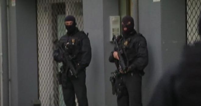 İspanyada Bıçaklı Adam Polise Saldırdı