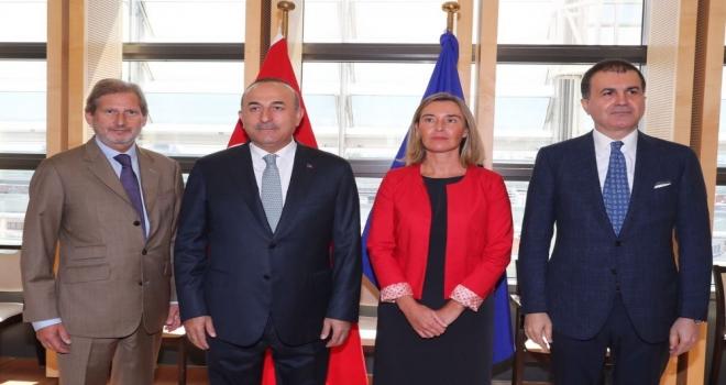 Bakan Çavuşoğlu, ABli yetkililerle bir araya geldi