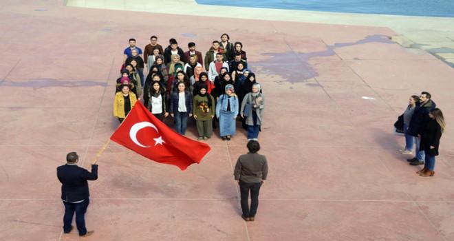 Tuzla Belediyesi Gençlik Merkezi, Milli Şairimizi Andı