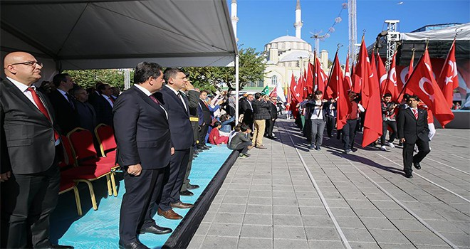 Esenler'de Coşkulu 29 Ekim Kutlaması