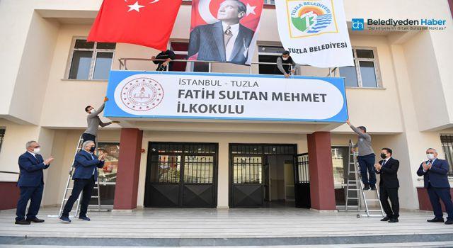TUZLA'DA BİR OKULUN TABELASI ASILDI, BİR OKULUNDA TEMELİ ATILDI