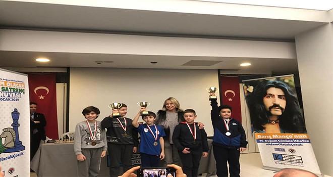 Ümraniye Belediyesi Gençlik ve Spor Kulübü Satranç Sporcularından Bir Kupa Daha!