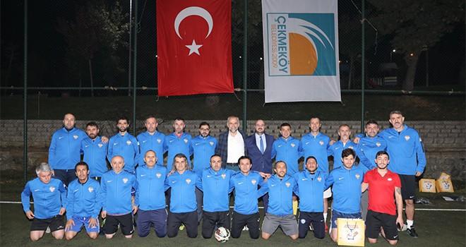 Çekmeköy Belediyesi'nden Veteran Futbol Takımına Malzeme Desteği