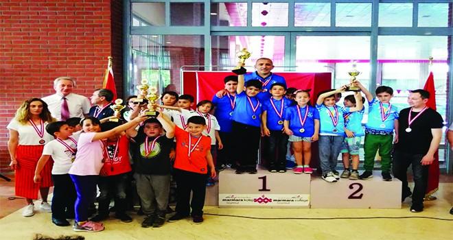 Ümraniye Belediyesi Gençlik ve Spor Kulübü Satranç Takımı'ndan Bir Kupa Daha!