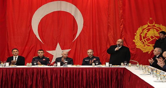 AK Parti İstanbul Büyükşehir Belediye Başkan Adayı Binali Yıldırım ve Başkan Hasan Can, Çakmak Mahallesi'nde bulunan İBB İtfaiye Amirliğini Ziyaret Etti