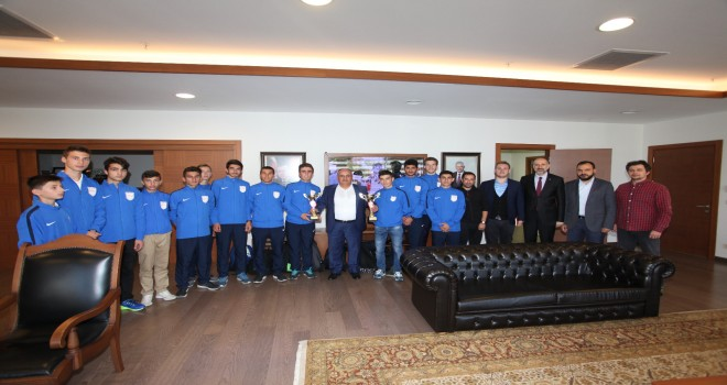 Ümraniye Gençlik ve Spor Derneği Atletizm Kulübü Şampiyonlarından Başkan Hasan Can'a Ziyaret