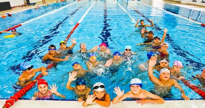 Maltepe'de 4 yılda 4 bin çocuk yüzme öğrendi
