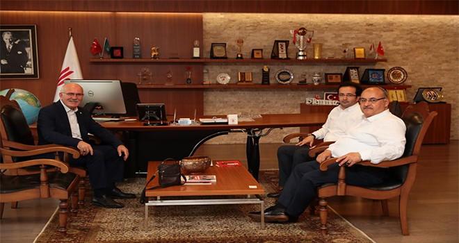 Uşak Üniversitesi Rektörü Prof. Dr. Ekrem Savaş'tan Başkan Hasan Can'a Ziyaret