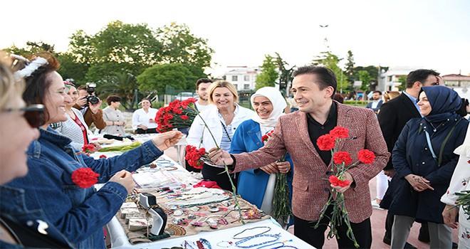 Tuzla Belediyesi Kent Konseyi Kadın Meclisi, Anneler Günü'nde Alışveriş Şenliği Düzenledi