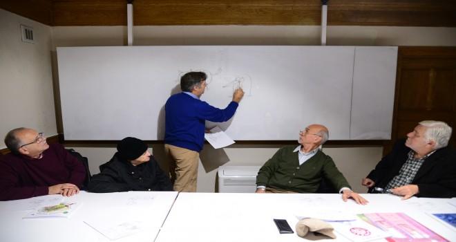 Emekliler Karikatür Çizmeyi Öğreniyor