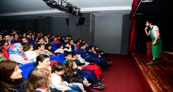 Beylikdüzü Belediye Tiyatrosu Ve Sineması Perdelerini Açtı