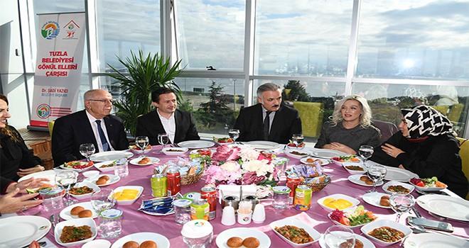 Tuzla'nın Emekli ve Gönüllü Öğretmenlerine Teşekkür Yemeği Düzenlendi