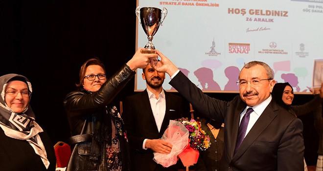 Liselerarası Münazara Yarışması'nda birinci Samandıra Kız Anadolu İmam Hatip Lisesi oldu.