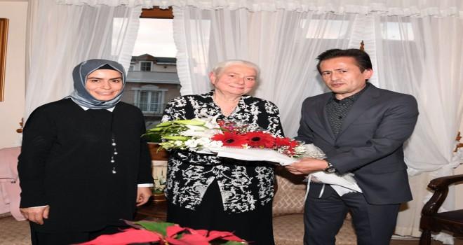 Başkan Yazıcı ve Eşi, İlkokul Öğretmenini ve Emekli Öğretmenleri Ziyaret Etti