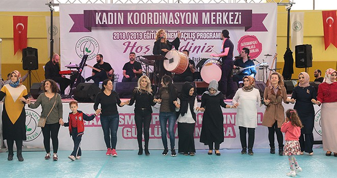 Gaziosmanpaşalı Kadınlar Niran Ünsal Konseriyle Doyasıya Eğlendi