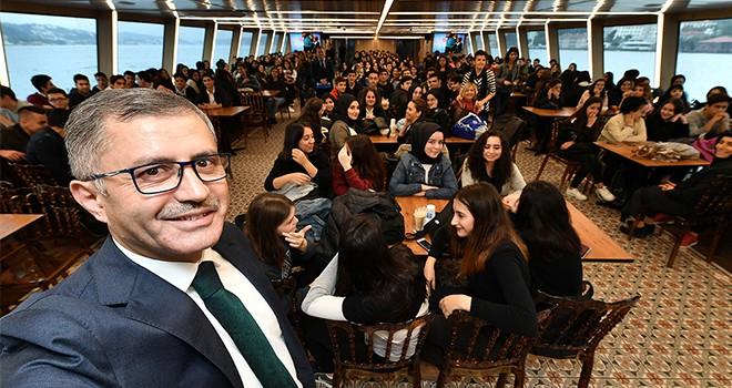 Üsküdar Valide Sultan Gemisi'nin Konuğu Bülent Akarcalı Anadolu Lisesi Oldu