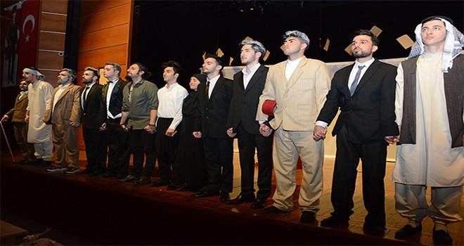 Tuzla Belediyesi Gençlik Merkezi, Mehmet Akif Ersoy'un Hayatını Sahneye Taşıdı