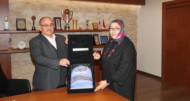 Sharjah Emirliği'nden Başkan Hasan Can'a Teşekkür Hediyesi