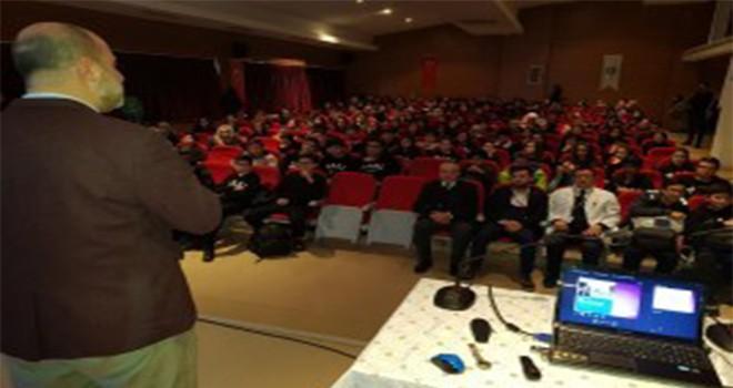 Tarihçi Kadir Murat Öztürk Nevzat Ayaz Anadolu Lisesi'nde Öğrencilerle Bir Araya Geldi