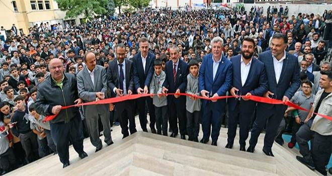 Gaziosmanpaşa'da Sadık Albayrak Gençlik Merkezi Hizmete Açıldı
