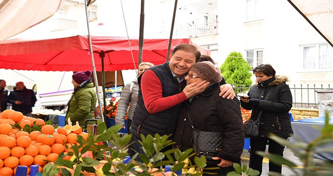 Başkan Ali Kılıç çorba ikram etti, semt pazarını dolaştı