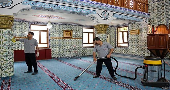Ataşehir'de Camilerde Ramazan Temizliği