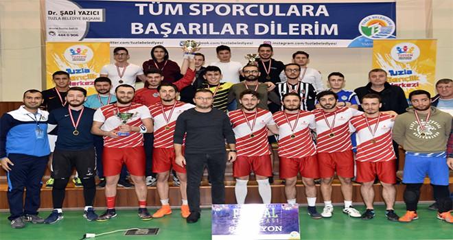 Tuzla Belediyesi Gençlik Merkezi, İlçe Gençliğini Turnuvalarda Buluşturuyor
