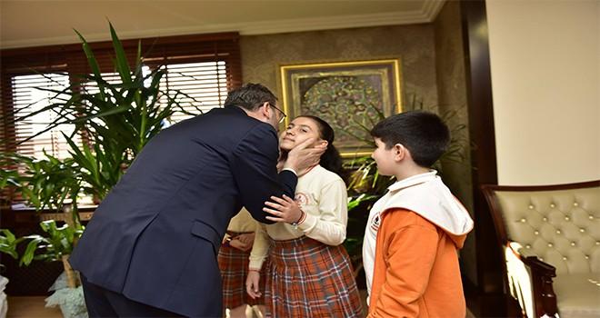 Başkan Cin Makamını Çocuklara Devretti