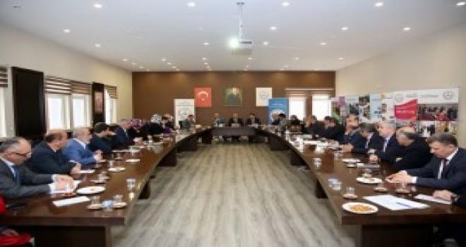 Başkan Hasan Can Okul Müdürleri ve Okul Aile Birliği Başkanlarıyla Bir Araya Geldi