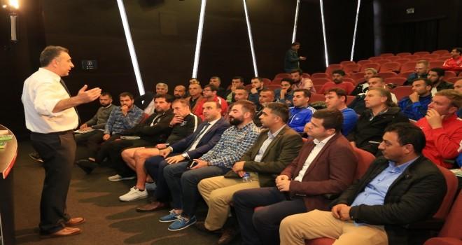 İBB FUTBOL AKADEMİ KAMPI'NIN YETENEK AVCILARI BİR ARAYA GELDİ