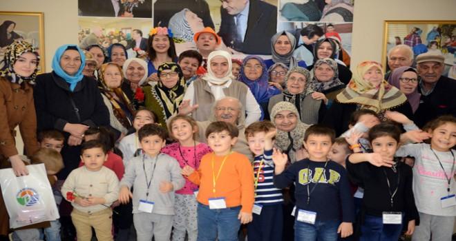 3 Kuşak, Tuzla Belediyesi Yaşlılar Merkezi'nde Birbirine Sevgiyle Sarıldı