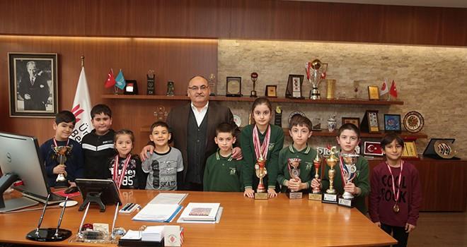 Ümraniye Belediyesi Gençlik ve Spor Kulübü Satranç Sporcularından Başkan Hasan Can'a Ziyaret