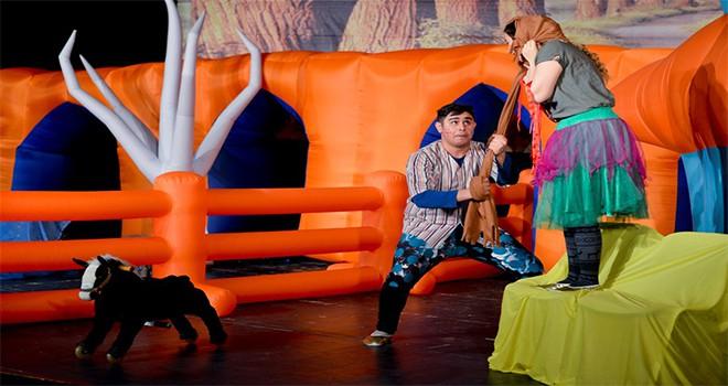 Tiyatro oyununda hayvanların dostluğu anlatıldı