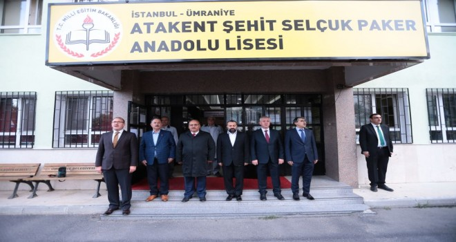 Başkan Hasan Can Yeni Haftaya Atakent Şehit Selçuk Paker Anadolu Lisesi'nde Bayrak Töreni İle Başladı