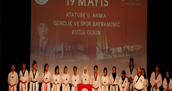 19 Mayıs Atatürk'ü Anma, Gençlik ve Spor Bayramı Törenlerle Kutlandı