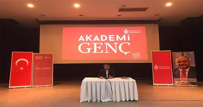 Akademi Genç Bu Hafta Gazeteci Yazar Kemal Özer'i Ağırladı