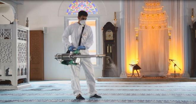 Ataşehir'de okullar, ibadethaneler ve ortak alanlar koronavirüsüne karşı ilaçlanıyor