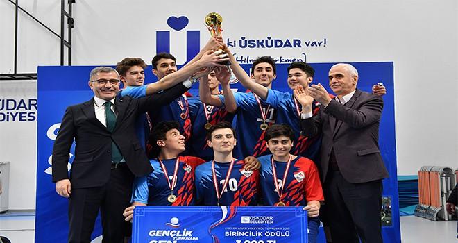 Liselerarası Voleybol Turnuvasında Şampiyon Özel Çengelköy Final Lisesi Oldu