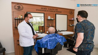 TUZLA'DA İHTİYAÇ SAHİBİ VE DEZAVANTAJLI VATANDAŞLAR İÇİN ÜCRETSİZ BERBER HİZMETİ