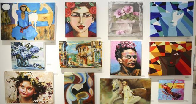 Ataşehir'de kadın hikayeleri sergisi açıldı